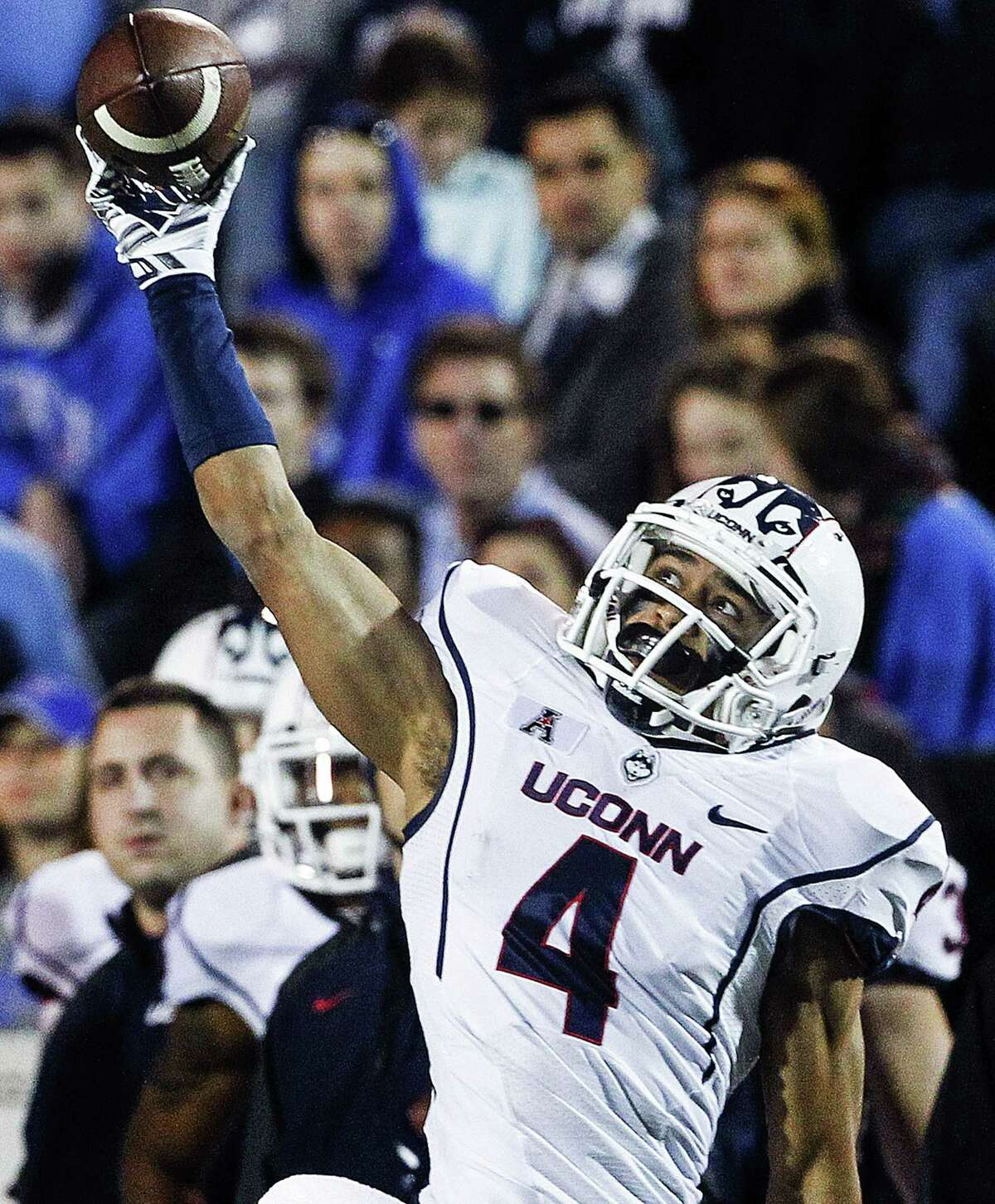 UConn senior receiver Deshon Foxx makes a one-handed catch against Memphis during Saturday's game in Memphis, Tenn.