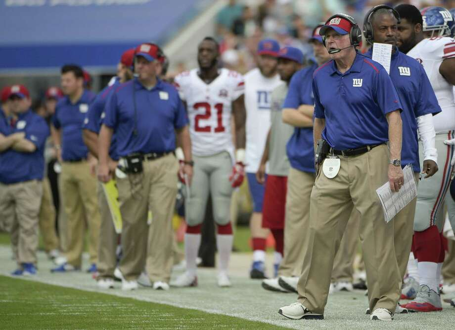 New York Giants head coach Tom Coughlin, far right, watches his team against the Jaguars Sunday. Photo: The Associated Press  / FR121174 AP