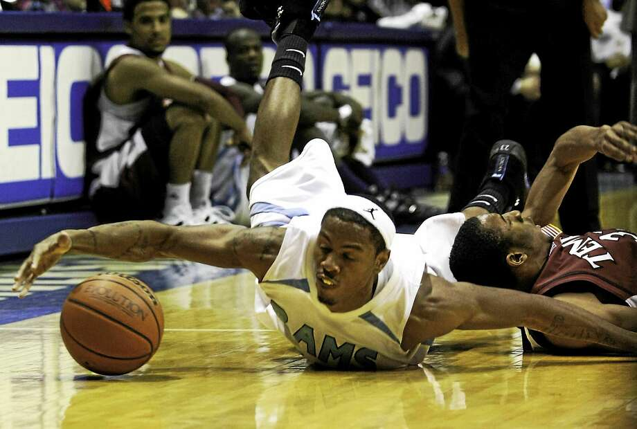Hamden's Lamonte Ulmer, here during his playing days at Rhode Island, signed a one-year deal to play in Germany. Photo: Joe Giblin — The Associated Press File Photo  / AP2010