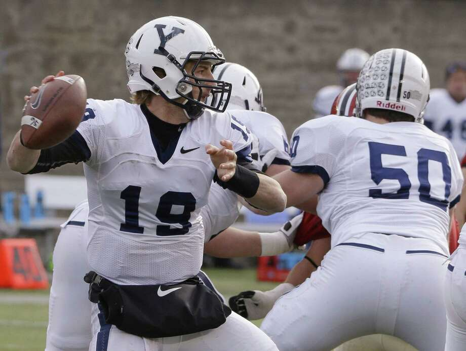 Yale quarterback Morgan Roberts will look to lead the Bulldogs to their first Ivy League title since 2006. Photo: Stephan Savoia — The Associated Press File Photo  / AP