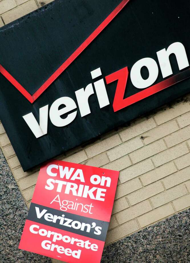 A contract covering 39,000 Verizon workers represented by two unions expired at the end of Saturday, Aug. 1. Photo: AP Photo/Mark Lennihan, File  / AP