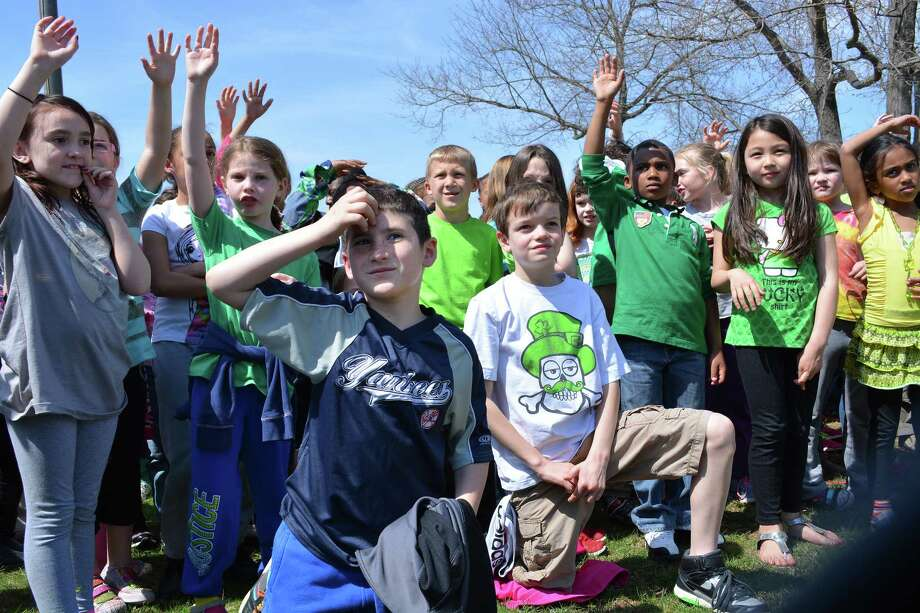 Mayor Dan Drew joined city and school officials at Wesley Elementary Friday to mark Arbor Day with several hundred children from every school in the city. Photo: Cassandra Day — The Middletown Press