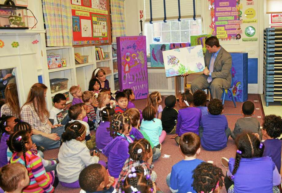Middletown Mayor Dan Drew reads to preschoolers at the Middlesex County YMCA Tuesday to help celebrate the Week of the Young Child and raise awareness for the importance of preschool. Photo: Kaitlyn Schroyer — The Middletown Press