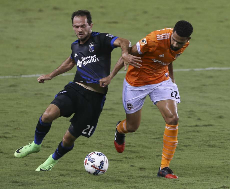 Houston Dynamo defender Leonardo (22) and San Jose Earthquakes forward Marco Urena (21) battle for control of the ball during the first half of the game at BBVA Compass Stadium Saturday, Aug. 12, 2017, in Houston. ( Yi-Chin Lee / Houston Chronicle ) Photo: Yi-Chin Lee/Houston Chronicle