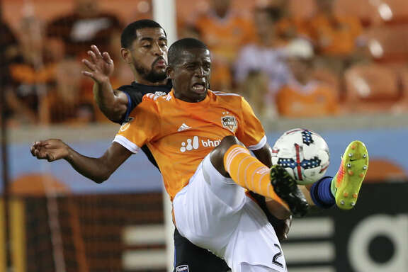 Houston Dynamo midfielder Boniek Garcia (27) gets the ball during the first half of the game at BBVA Compass Stadium Saturday, Aug. 12, 2017, in Houston. ( Yi-Chin Lee / Houston Chronicle )