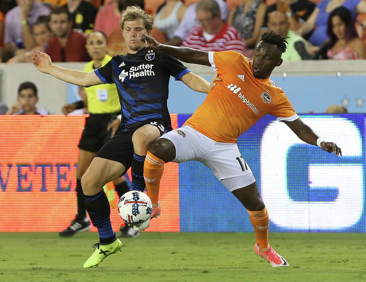 Houston Dynamo forward Alberth Elis (17) and San Jose Earthquakes defender Florian Jungwirth (23) battle for control of the ball during the first half of the game at BBVA Compass Stadium Saturday, Aug. 12, 2017, in Houston. ( Yi-Chin Lee / Houston Chronicle )