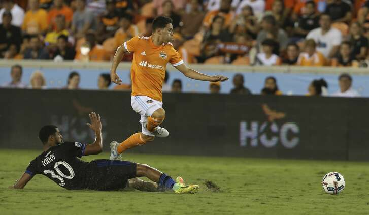 Houston Dynamo midfielder Tomas Martinez (25) gets away from a tackle by San Jose Earthquakes midfielder Anibal Godoy (30) during the second half of the game at BBVA Compass Stadium Saturday, Aug. 12, 2017, in Houston. Houston Dynamo defeated San Jose Earthquakes 3-0.( Yi-Chin Lee / Houston Chronicle )