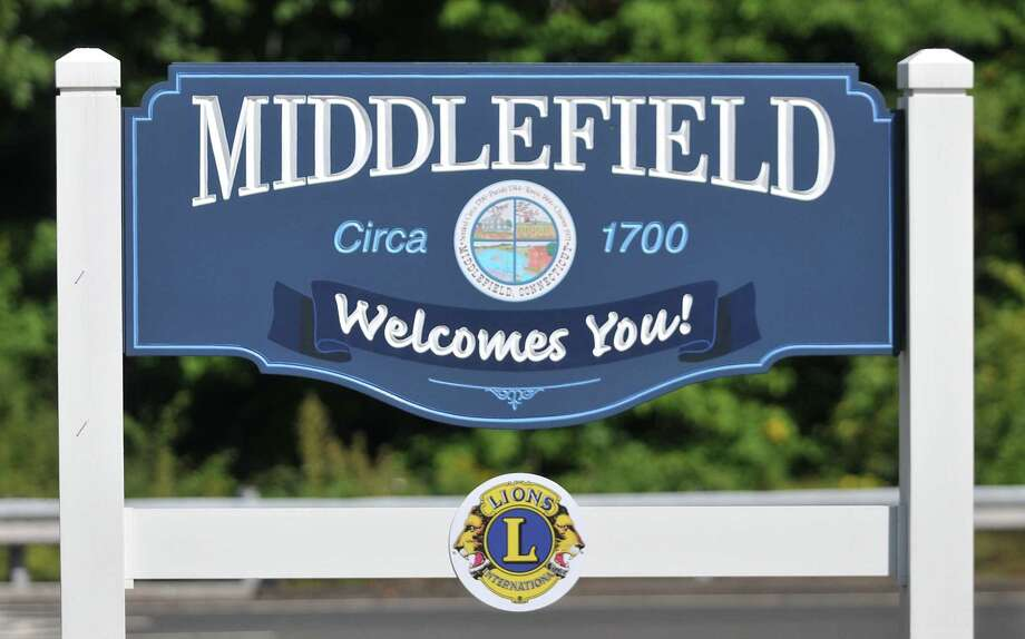 Middlefield sign. Catherine Avalone - The Middletown Press Photo: Journal Register Co. / TheMiddletownPress