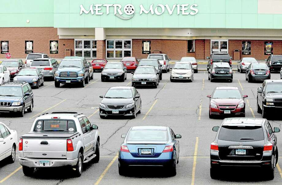 Metro Square parking lot in Middletown Photo: Catherine Avalone — The Middletown Press   / TheMiddletownPress
