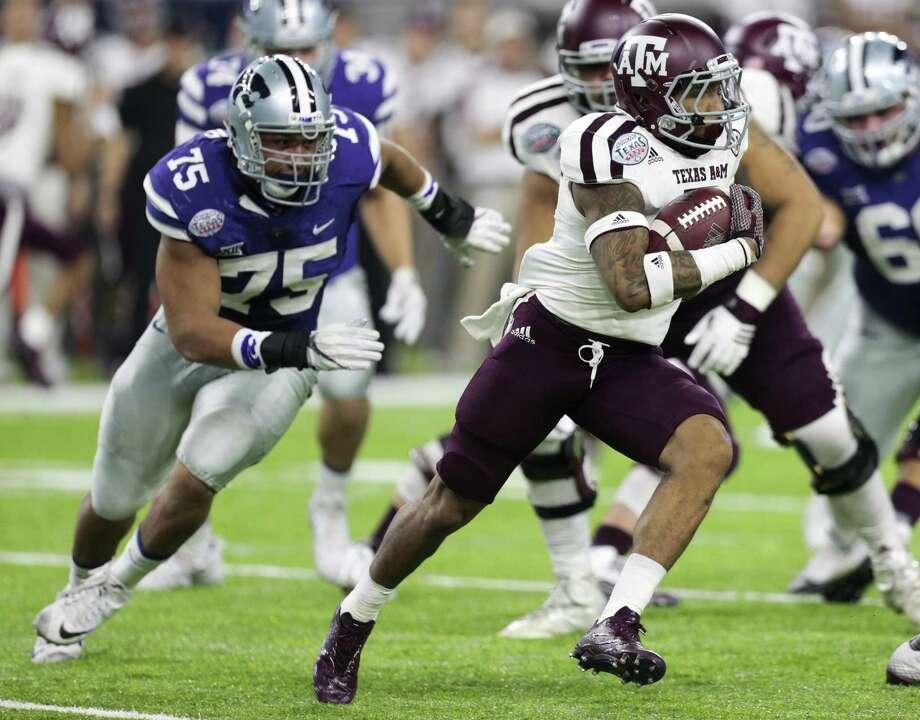 Texas A&M running back Trayveon Williams (5) runs past Kansas State defensive end Jordan Willis (75) during the first quarter of the Texas Bowl at NRG Stadium on Dec. 28, 2016, in Houston. Photo: Brett Coomer /Houston Chronicle / © 2016 Houston Chronicle