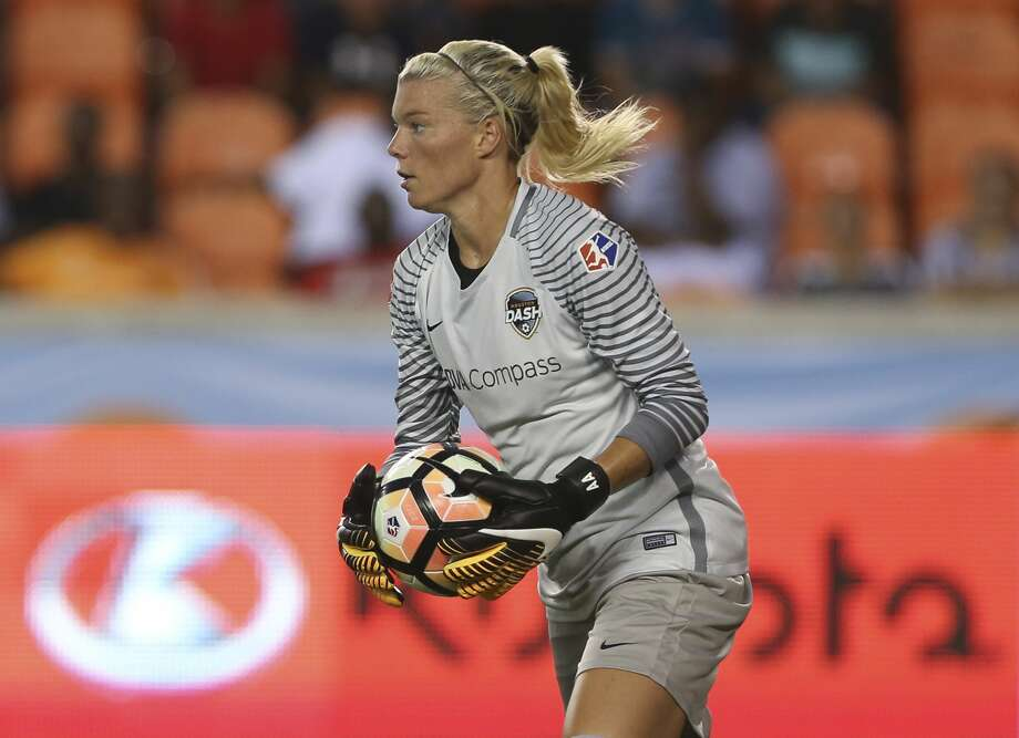 Houston Dash goalkeeper Jane Campbell (1) during the first half of the game at BBVA Compass Stadium Sunday, Aug. 13, 2017, in Houston. ( Yi-Chin Lee / Houston Chronicle ) Photo: Yi-Chin Lee/Houston Chronicle