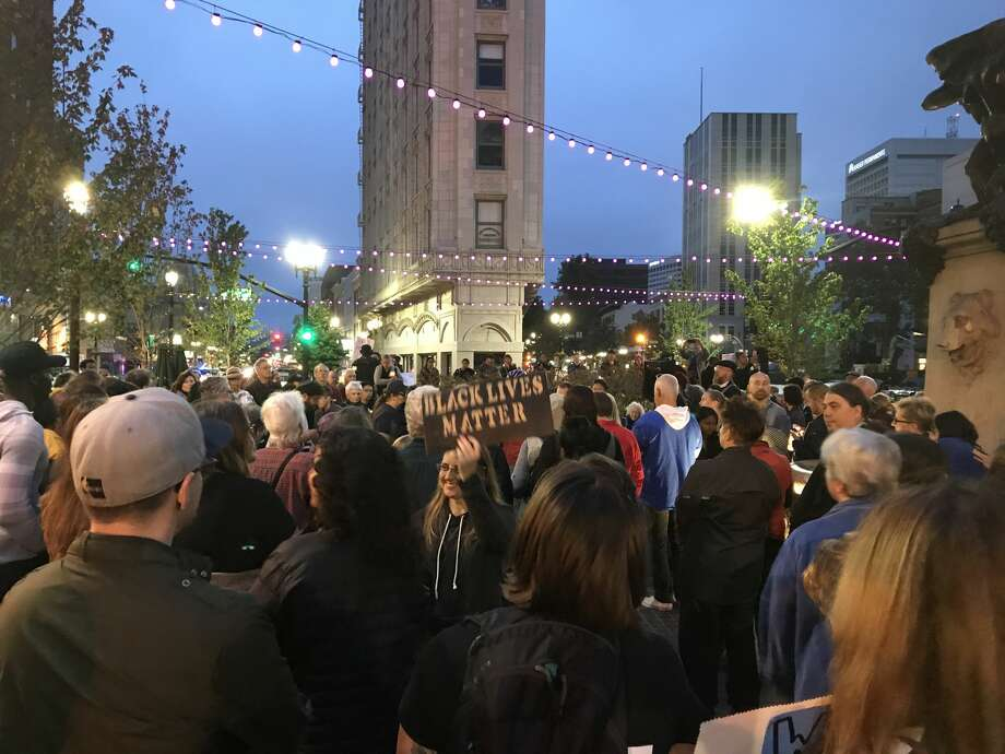 Scenes from a vigil against racial hatred in Oakland on Sunday, August 13, 2017. Photo: Carolyn Zinko/the Chronicle