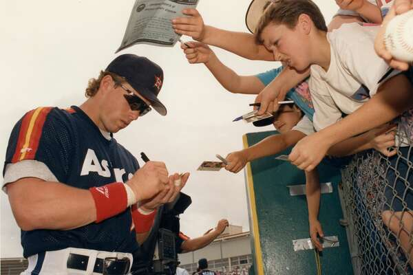 03/12/1992 - Houston Astros first baseman Jeff Bagwell satisfies autograph seekers at the Osceola County Stadium in Florida.
