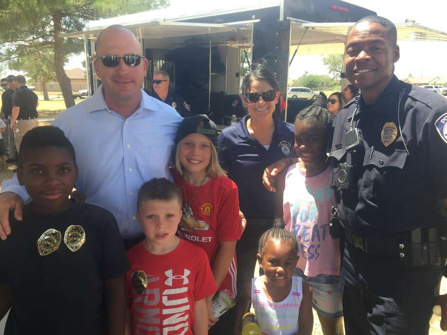 Pizza with a Cop: Jared Fain, back from left, Dylan Fain, Rosemary Sharp, Madisen Robinson and E. Davis, and Brelynn Shaw, front from left, Devin Fain and Kylen Robinson Photo: Courtesy Photo
