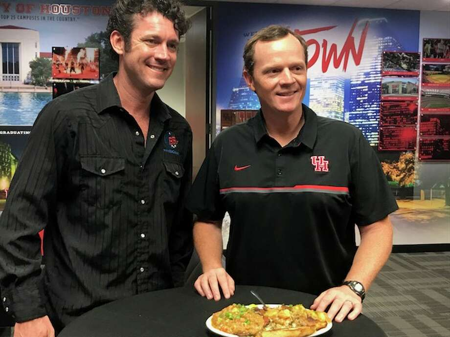 BB's Cafe owner Brooks Bassler and University of Houston football coach Major Applewhite prepare to dig in on the restaurant's dish named after Applewhite. Photo: Joseph Duarte