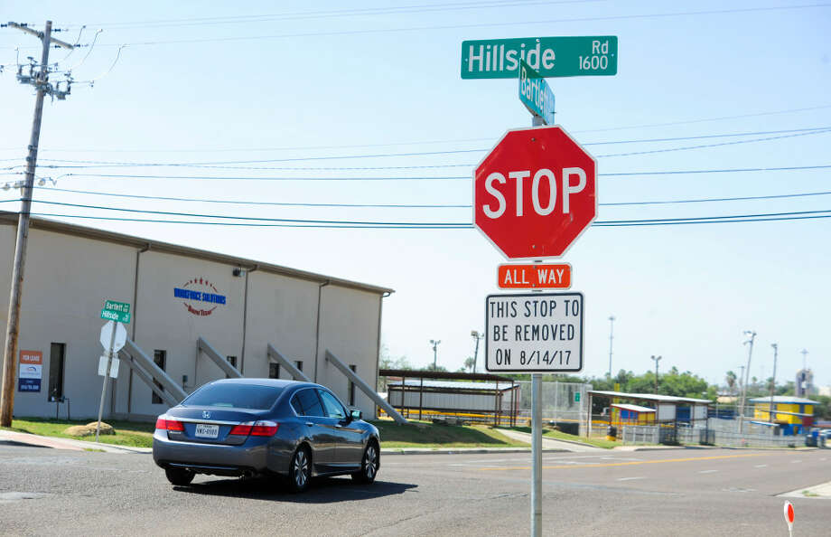 A stop sign on the south bound side of Bartlett Avenue at the intersection with Hillside Road displays a sign warning drivers of the stop signs removal on August 14, 2017. Photo: Danny Zaragoza/Laredo Morning Times