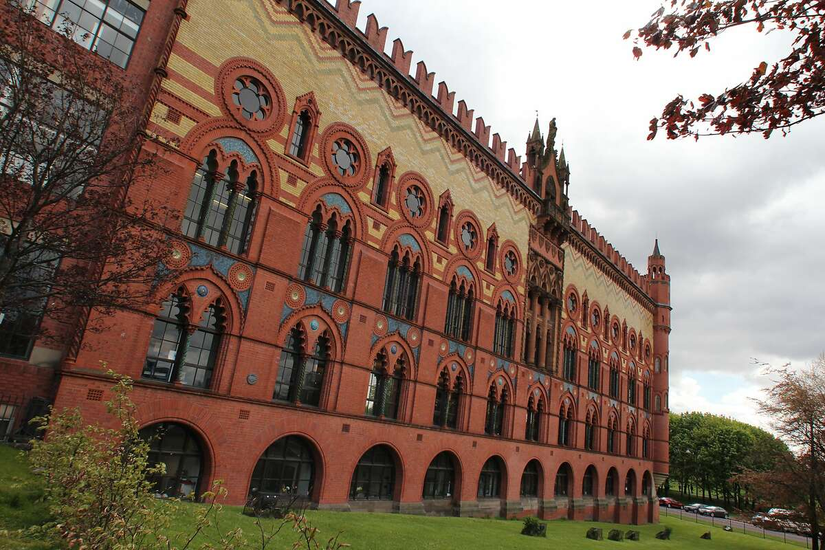 The Templeton Building in Glasgow, once known as the Templeton Carpet Factory and modeled after the Doge�s Palace in Venice.