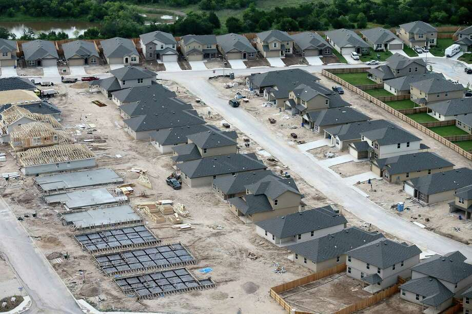 San Antonio's housing market heated up in June, with prices continuing to rise at a rate that is making it increasingly difficult for local residents to find an affordable home. Photo: Edward A. Ornelas /San Antonio Express-News / © 2016 San Antonio Express-News