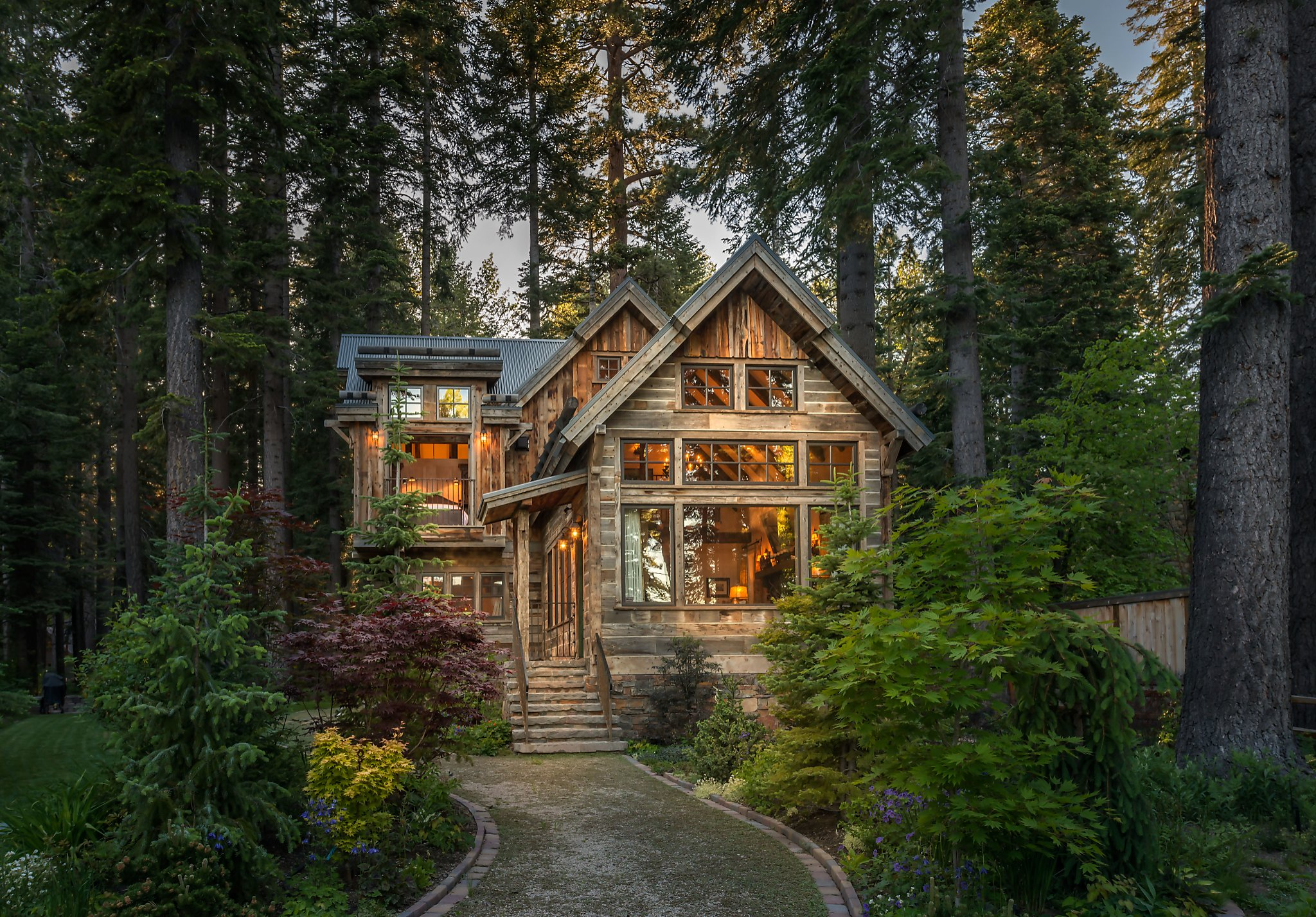 Luxurious cabin in mountains of lake tahoe features for Cottage in the mountains