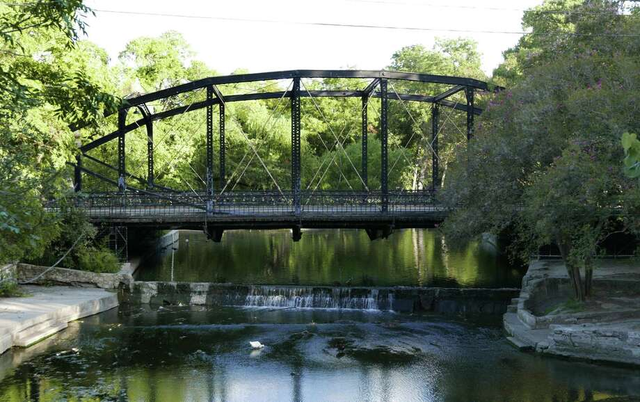 The Brackenridge Park Bridge was built in 1890 by the Berlin Iron Bridge Co. of East Berlin, Conn. It's one of several historic iron bridges still being used in San Antonio. Photo: Billy Calzada /San Antonio Express-News / San Antonio Express-News