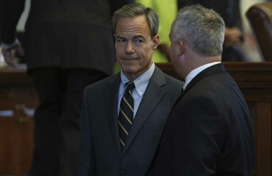 Texas Speaker of the House Joe Straus, R-San Antonio, left, talks with Rep. Dwayne Bohac, R-Houston, during the Special Session, Monday, August 14, 2017. Photo: JERRY LARA / San Antonio Express-News / San Antonio Express-News