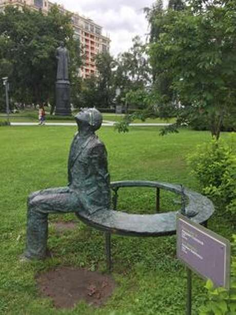 In front of Stalin: A statue of Andrei Sakharov. (CC BY-SA) Photo: Public Domain