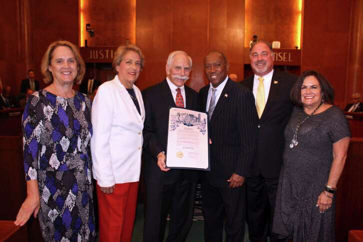 Houston Mayor Sylvester Turner formally recognizes the formation of Super Neighborhood 31 and the SN No. 31 Executive Committee at City Hall. Pictured left to right: Kay Swint, Recording Secretary; Mayor Pro Tem Ellen Cohen; Harrold Harris, President; Mayor Sylvester Turner; Alan Lipman, Vice President and Barbara Marcus, Communication Secretary