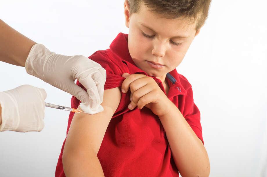 Boy being vaccinated Photo: Fotolia, Aficionado / luiscarceller - Fotolia