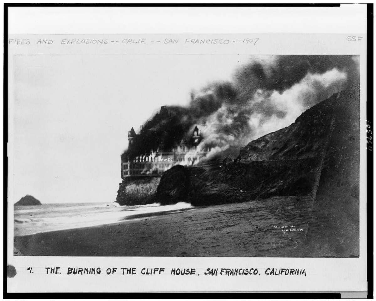 The 1907 fire that destroyed the Cliff House in San Francisco.