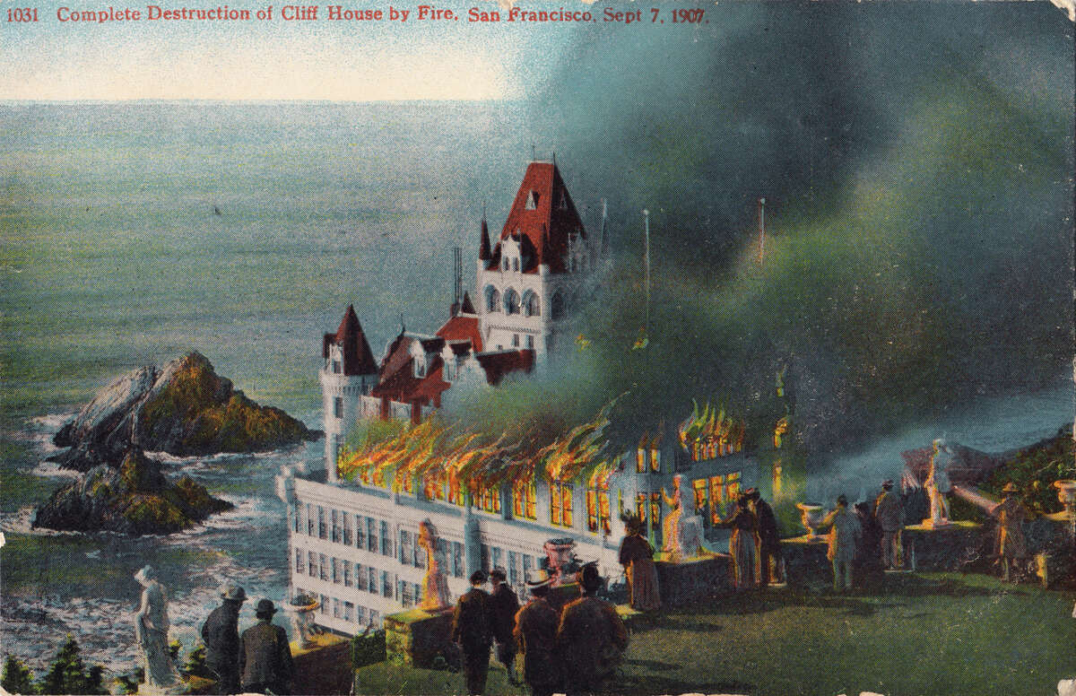 A postcard depicting the 1907 fire that destroyed the Cliff House in San Francisco.