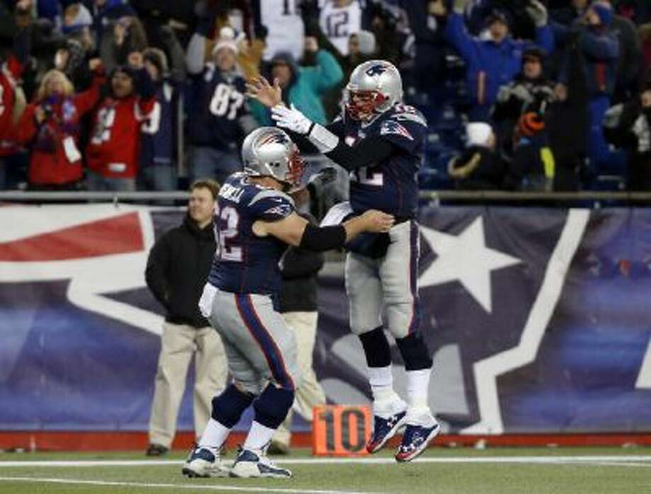 Tom Brady celebrates his go-ahead touchdown pass with center Ryan Wendell (62) in the fourth quarter of a game against the Browns.