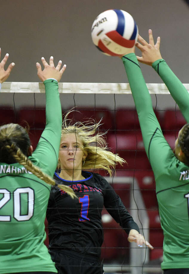 Midland Christian's Andie Sheppard (1) hits past Monahans' Caylee Williams (20) and Taryn Griner (10) to score Aug. 15, 2017, at McGraw Event Center. James Durbin/Reporter-Telegram Photo: James Durbin