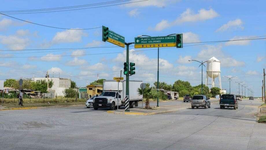 El 90 por ciento de los semáforos de Nuevo Laredo, México se encuentran sincronizados para agilizar el tránsito vehicular y evitar tiempos de espera innecesarios. Photo: Foto De Cortesía