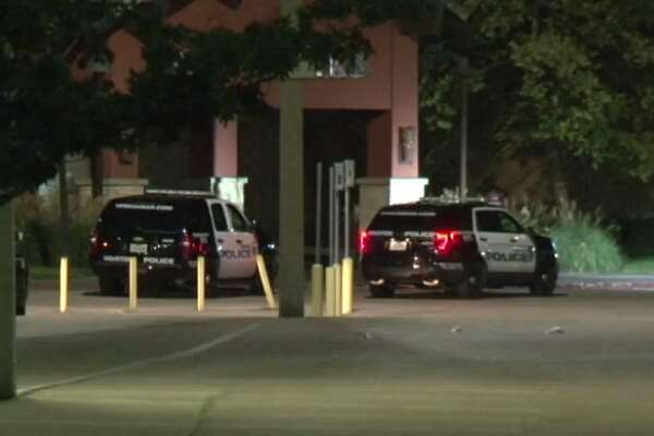 Police arrested two burglars early Wednesday after a break-in at the West Oaks Mall, the second such burglary in two days. (Metro Video)