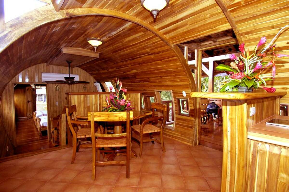 The kitchen and dining area. (Hotel Costa Verde)