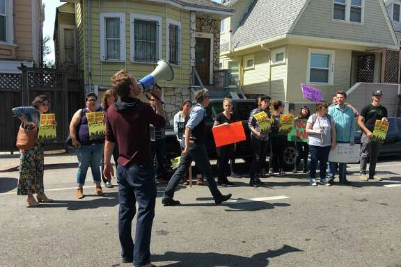 An impromptu protest forms outside of an Oakland residence where Homeland Security Investigations agents conducted a search warrant and detained at least two people for alleged human trafficking.