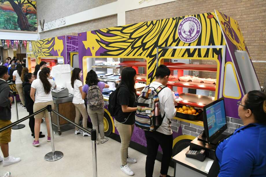Students try Brackenridge High School's new food truck-styled serving line.  Photo: Courtesy/San Antonio Independent School District