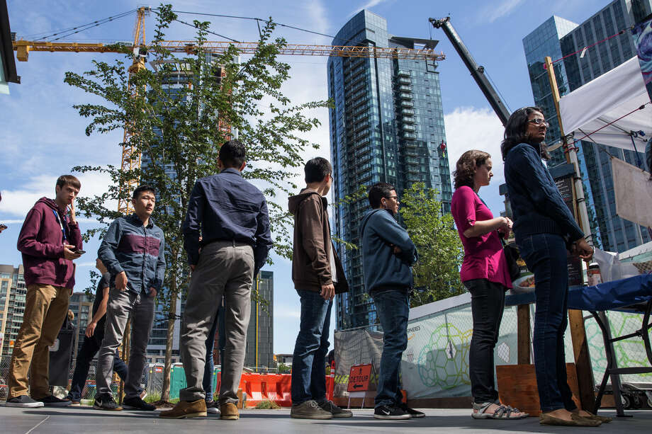 A line forms for lunch outside Amazon's Day 1 during lunch on Aug. 15, 2017. Photo: GRANT HINDSLEY, SEATTLEPI.COM / SEATTLEPI.COM