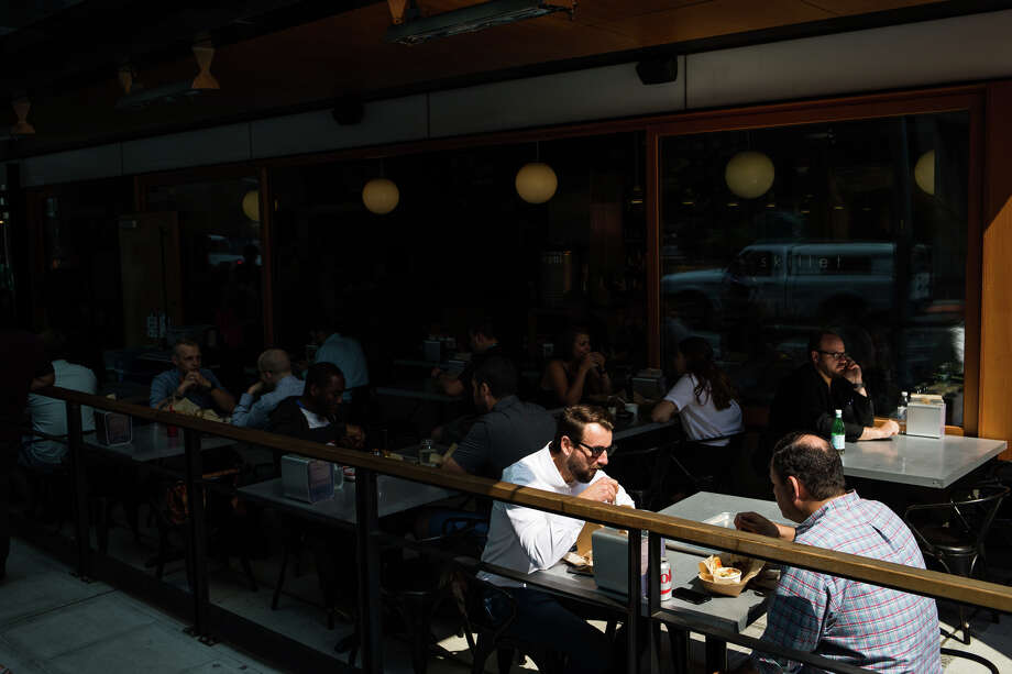 South Lake Union restaurants bustle between noon and 1 p.m., seen on Aug. 10, 2017. Photo: GRANT HINDSLEY, SEATTLEPI.COM / SEATTLEPI.COM