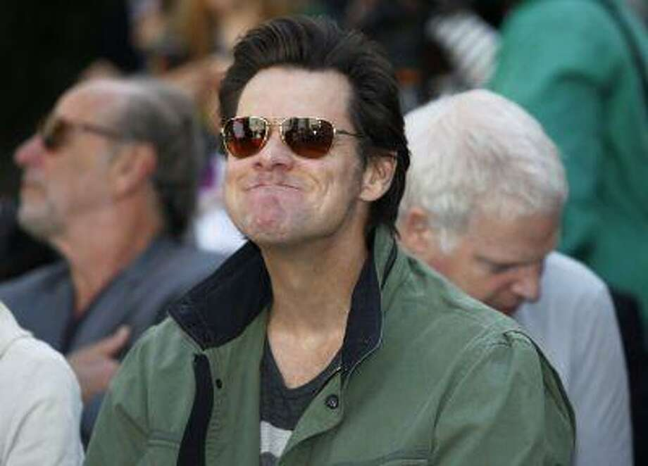 Actor Jim Carrey attends a hand and footprint ceremony for actress Jane Fonda in the forecourt of the Chinese theatre in Hollywood, Calif. on April 27, 2013. Photo: REUTERS / X90045