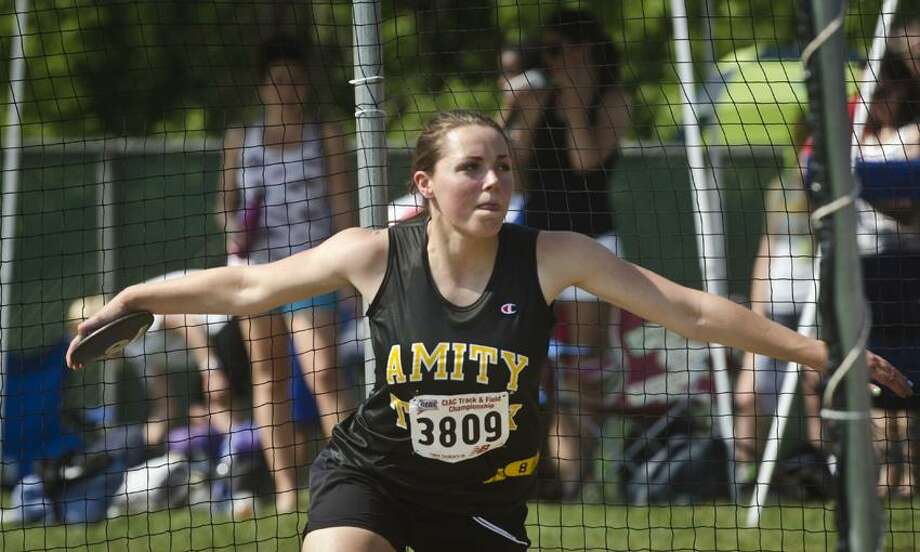 CLASSLL Track-Kate Simon,of Amity throws the discuss.      Melanie Stengel/Register