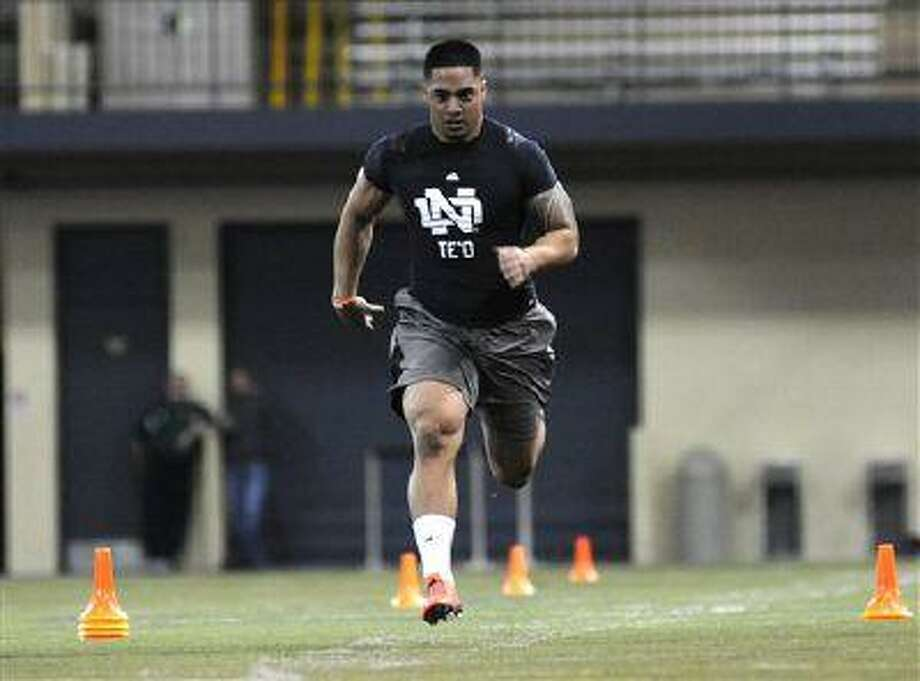 Linebacker Manti Te'o runs the 40-yard dash during Notre Dame's pro day for NFL scouts, Tuesday March 26, 2013 in South Bend, Ind. Photo: AP / FR25092 AP