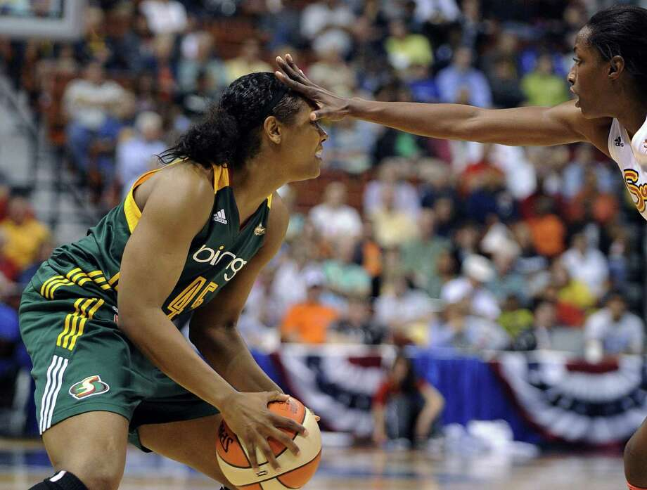 Connecticut Sun Kalana Greene, right, guards the Seattle Storms' Noelle Quinn during the second half of Seattle's 78-66 victory in a WNBA basketball game in Uncasville, Conn., Sunday, June 16, 2013. (AP Photo/Fred Beckham) Photo: AP / FR153656 AP
