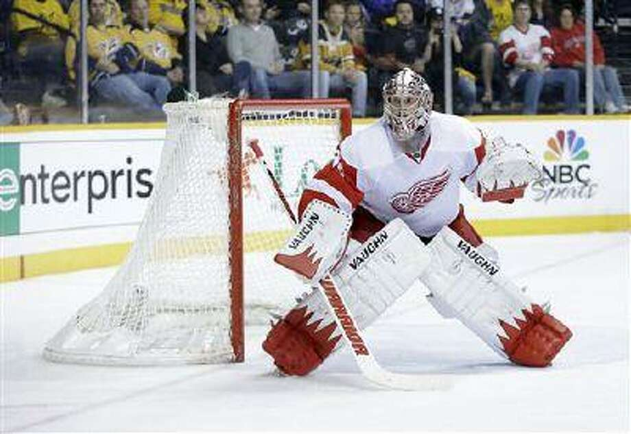 Detroit Red Wings goalie Jimmy Howard plays against the Nashville Predators in the second period of an NHL game, April 14, 2013, in Nashville, Tenn. Photo: AP / AP