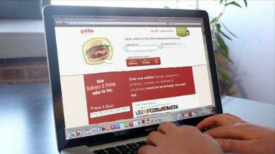 Rival online takeout services Seamless North America and GrubHub on Monday announced plans to combine and create a new company covering more than 20,000 restaurants in 500 cities across the U.S.