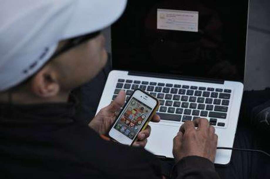 Apple devices Photo: REUTERS / X01440