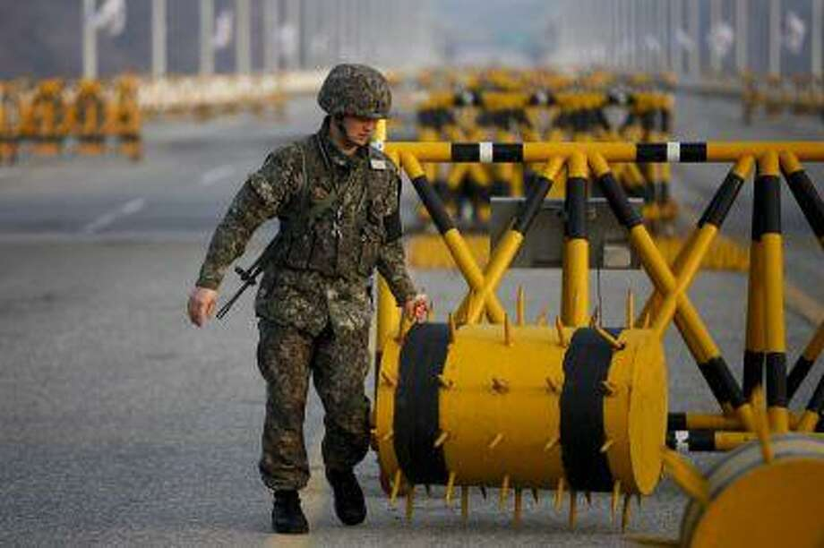 A South Korean soldier sets up a barricade at a checkpoint on the Grand Unification Bridge, which leads to the demilitarized zone separating North Korea from South Korea, in Paju, north of Seoul April 8, 2013. (Reuters/Kim Hong-Ji) Photo: REUTERS / X02955