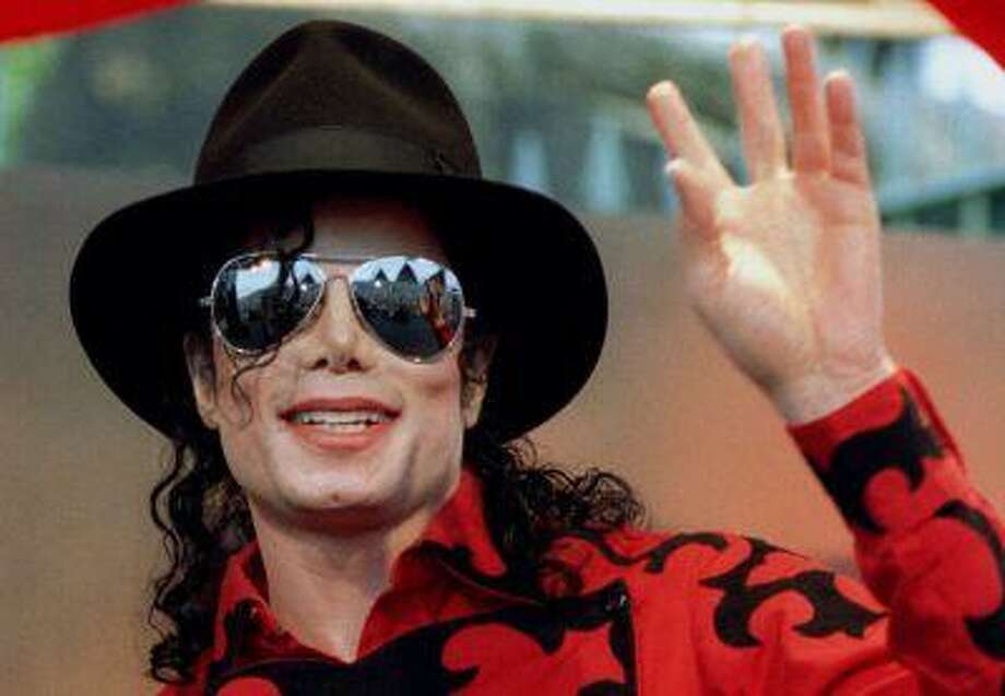 Michael Jackson waves to the crowd, numbering a few thousand, gathered in front of the Sydney Opera House. Photo: Reuters / X00414