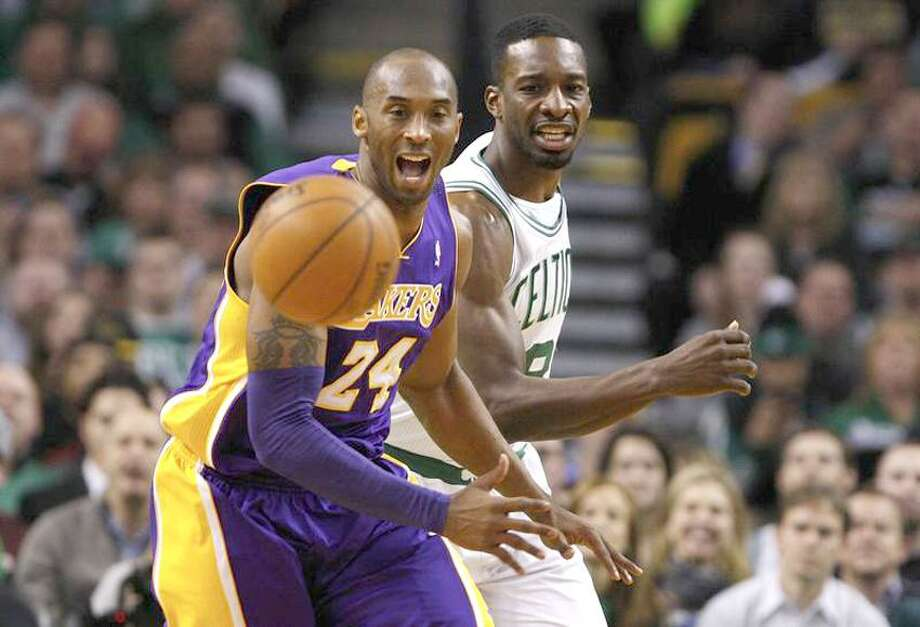 Los Angeles Lakers' Kobe Bryant (L) and Boston Celtics' Jeff Green compete for the ball in the first half of their NBA basketball game at TD Garden in Boston, Massachusetts February 7, 2013. REUTERS/Jessica Rinaldi (UNITED STATES - Tags: SPORT BASKETBALL) Photo: Reuters / X01704