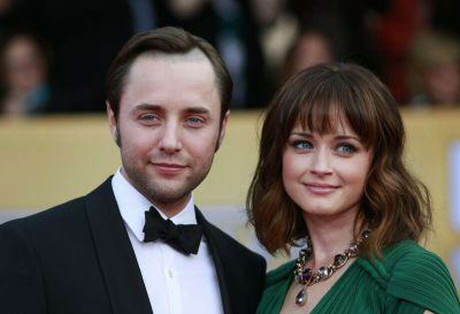"""Actors Vincent Kartheiser and Alexis Bledel of the TV drama """"Mad Men"""" arrive at the 19th annual Screen Actors Guild Awards in Los Angeles, January 27, 2013. Photo: REUTERS / X90022"""